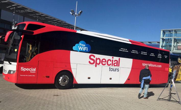 Autocar de Special Tours dotado de sistema WIFI libre para el pasajero.